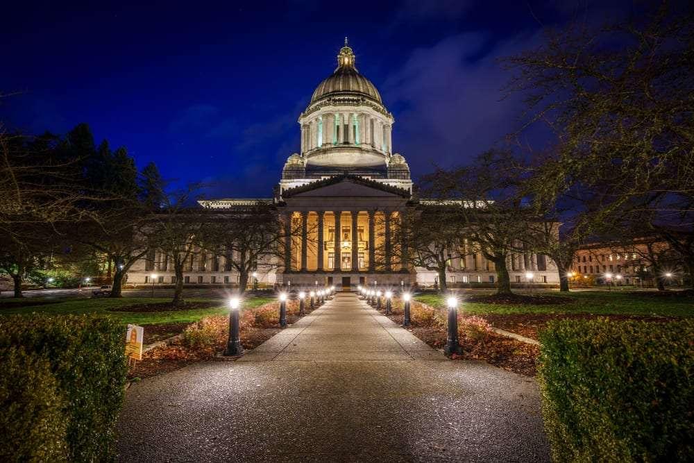 Washington State Capitol Building at night